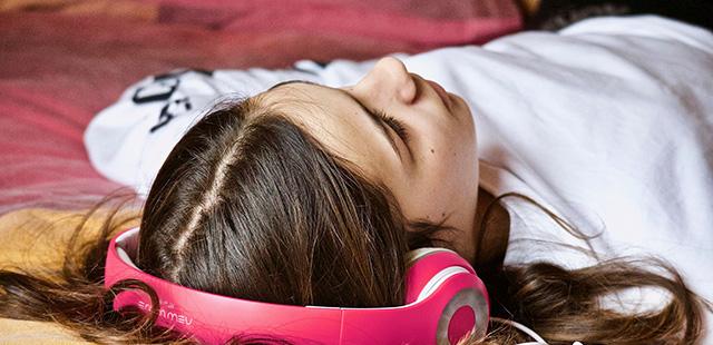 En France, 3,5 millions d'auditeurs écoutent quotidiennement la radio sur le smartphone